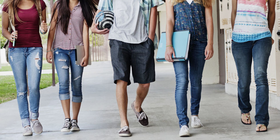 dress code in public schools essay School administrators can cultivate a school's learning environment—and determine whether or not a dress code would be helpful—by engaging the entire school community, including students, in a discussion.